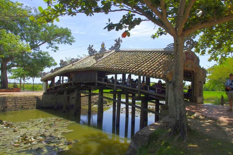 pont-couvert-hue-vietnam