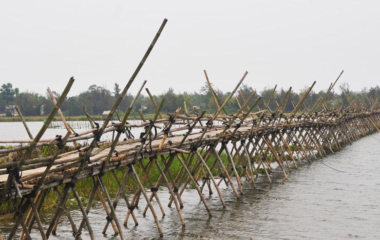 pont-bambou-hoi-an-vietnam