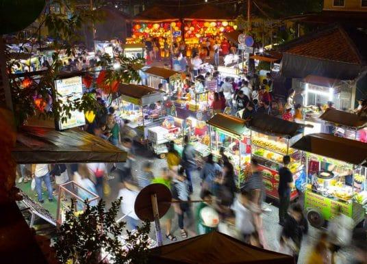 Visitez le marché nocturne de Hoi An